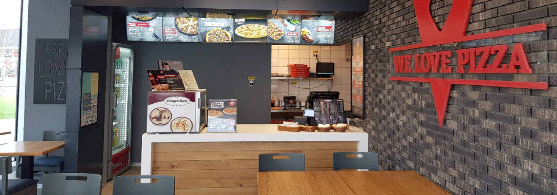Oradea devine un punct important pe harta Pizza Hut Delivery.  În urma investiţiei de aproximativ 280,000 de euro, locuitorii se pot bucura acum de produsele Pizza Hut chiar la ei acasă